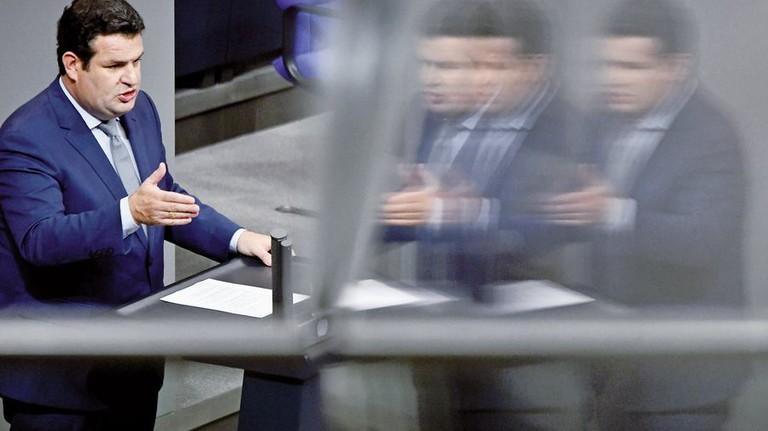 Arbeitsminister Hubertus Heil im Bundestag. In Sachen Rente fängt die Arbeit jetzt erst an. Foto: dpa