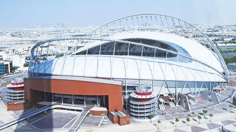 Khalifa-Stadion im fernen Katar: Sorgte schon für Geschäft bei Helo.