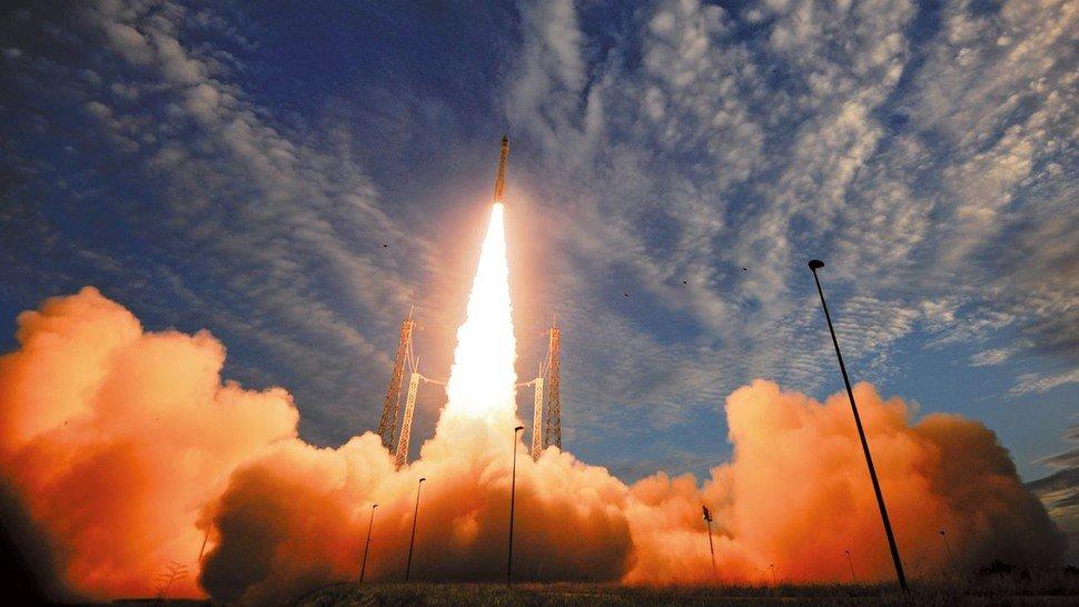 Am Start: Eine Rakete beförderte die Messtechnik in den Weltraum.