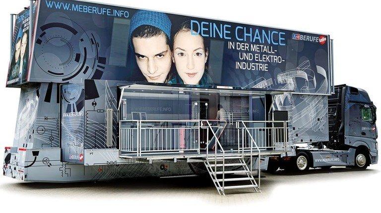 2018: Die jüngste Generation rollt im vierten Jahr. Auf 80 Quadratmetern enthält der Truck moderne Multimedia-Technik. Foto: IW Medien