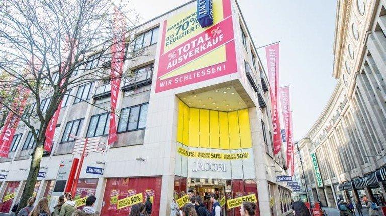 Ende einer Ära: Das Modehaus Jacobi hat Mitte April dichtgemacht. Foto: Straßmeier