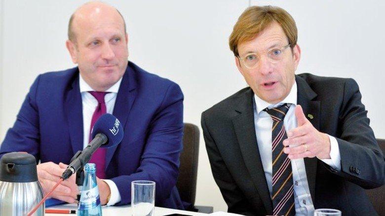 Präsentieren die Ergebnisse der Hessenmetall-Chef-Umfrage der Presse: Wolf Matthias Mang und Dirk Pollert (links). Foto: Scheffler