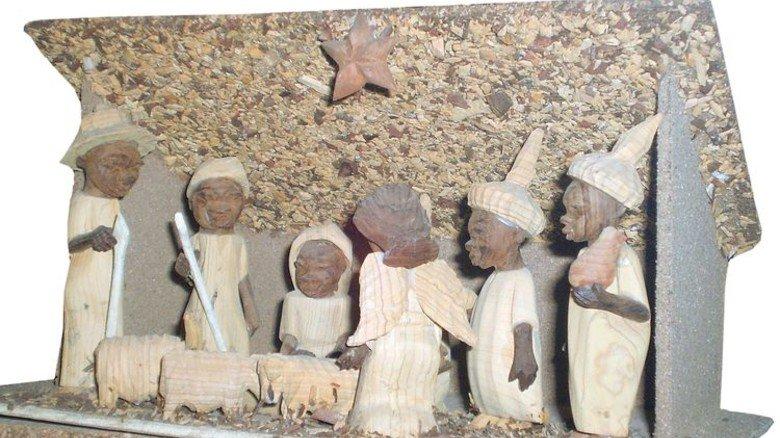 Ghana: Diese Figuren sind aus Wawa, einem leicht zu bearbeitendem Tropenholz gemacht. Foto: Ringguth-Stiftung