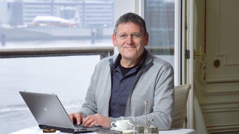 Erfolgreich: Der Autor bei der Arbeit an seinem neuen Buch. Foto: Augustin