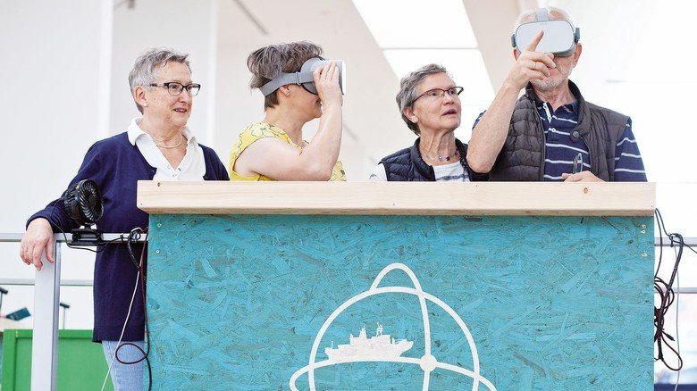"""Zum Staunen: Die Besucher der Ausstellung können per VR-Brille jeden Winkel der """"Polarstern"""" erforschen."""