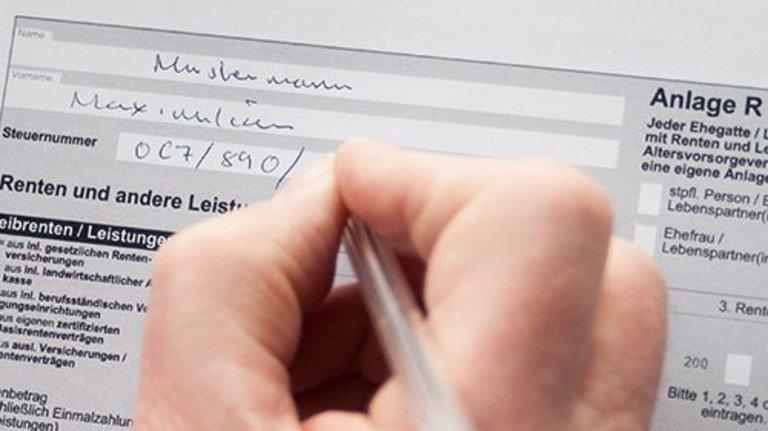 Spezielles Formular: Auch Riester-Renten sind steuerpflichtig. Foto: Roth