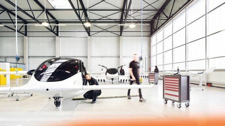 In der Werkhalle: Lilium gehört zu den jungen, risikofreudigen Firmen, die die Vision futuristischer autonomer Flugobjekte in die Realität umsetzen wollen.