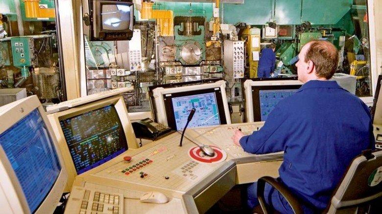 Walzgerüst: Vom Steuerstand aus wird die Fertigung nahtlos kontrolliert. Foto: Werk
