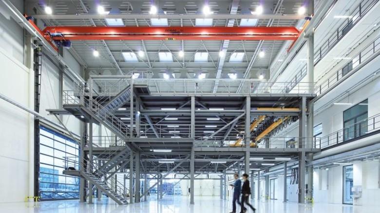 Bezugsfertig: Der Gebäudekomplex im Stadtteil Finkenwerder besteht aus zwei großen Werkhallen und einem Mittelbau. Foto: Werk