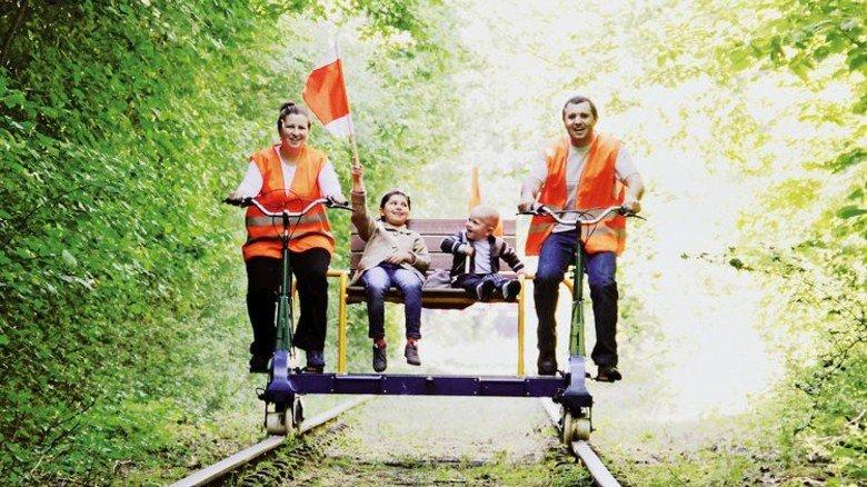 Familienausflug: Mit diesem Gefährt geht es von Schmilau nach Hollenbek in Schleswig-Holstein. Foto: Veranstalter