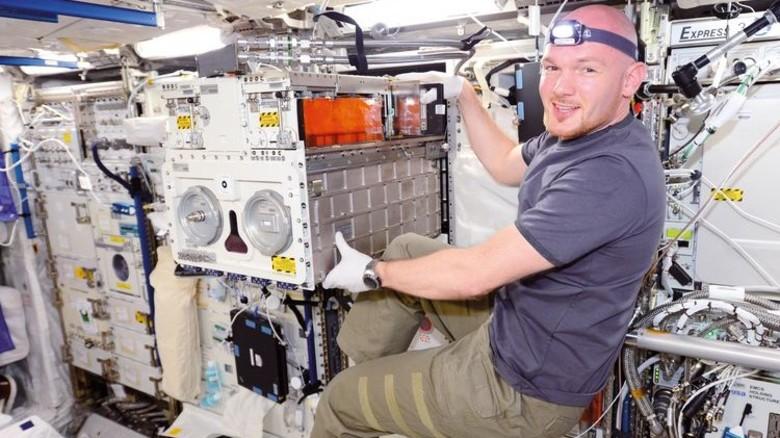 Völlig schwerelos: Astronaut Alexander Gerst 2014 bei seinem ersten Einsatz auf der Station. Foto: NASA