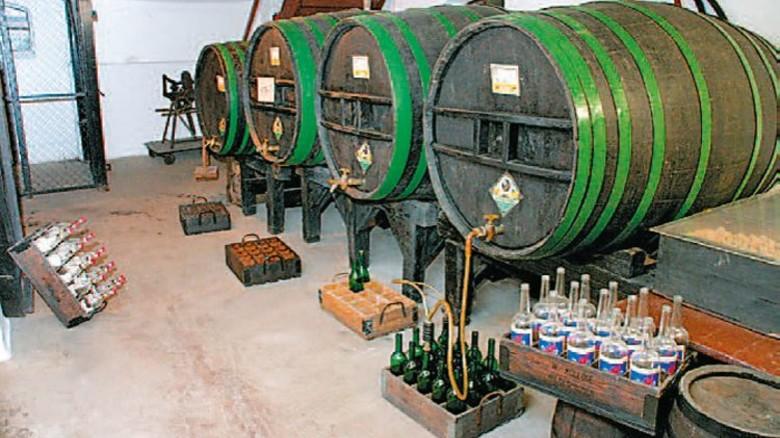 Alte Fässer: Erst nach Jahren bekommt der Schnaps seinen Geschmack. Foto: Brennereiverein Wildeshausen