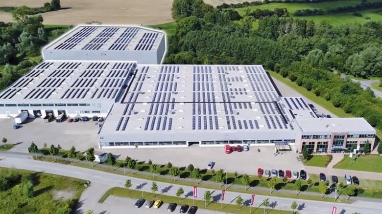 Neu eröffnet: In diesem Werk mit rund 9.000 Quadratmeter Produktionsfläche werden künftig Kabinenmodule gebaut. Foto: Werk