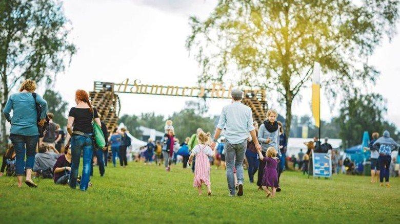 """Familienfreundlich: Das Festival """"A Summer's Tale"""" in Luhmühlen westlich von Lüneburg findet in diesem August bereits zum vierten Mal statt. Foto: Lotta Fotografie"""