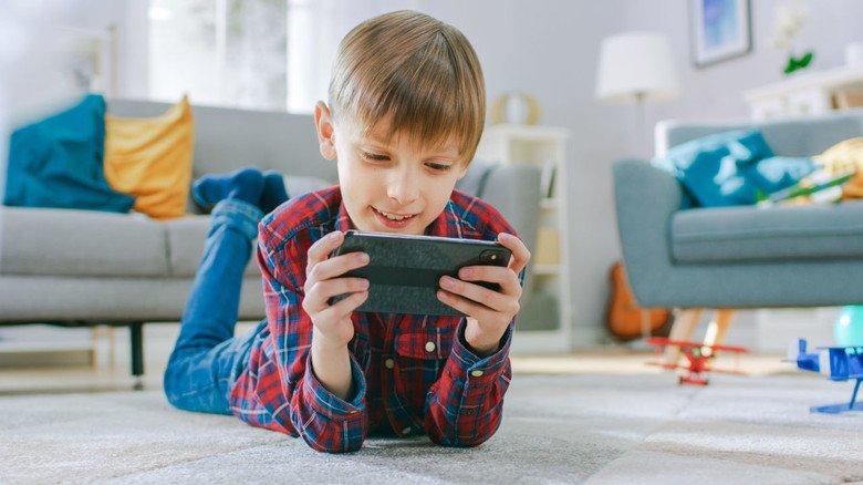 Zweifelhaftes Vergnügen: Wenn Kinder in Online-Spielen weiterkommen wollten, muss oft dafür bezahlt werden – und das kann ganz schön teuer werden.