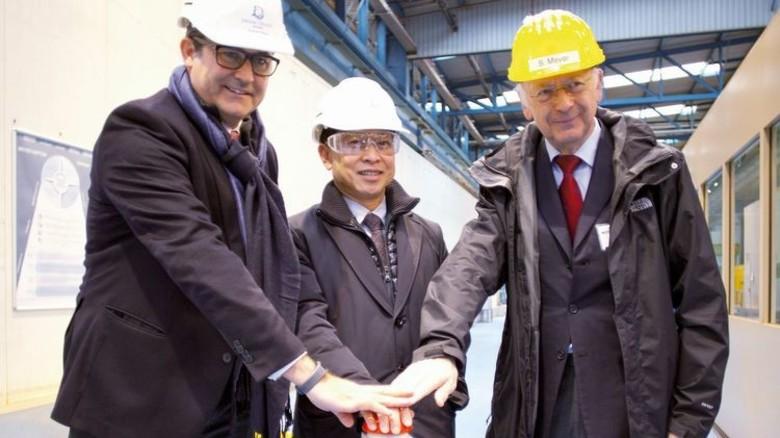 Trio: Thatcher Brown, Colin Au und Bernard Meyer (von links) beim Brennstart. Foto: Werk