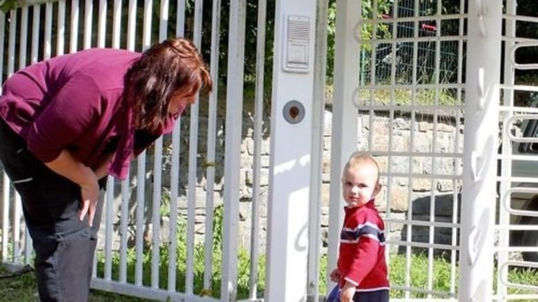 Jennifer Kuhnt und ihr kleiner Spatz … Foto: Higo