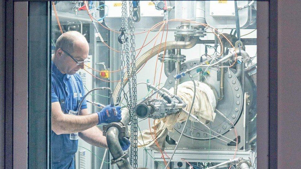 Auf dem Prüfstand: Mahle testet Komponenten für Brennstoffzellen und Motoren, die mit Wasserstoff laufen.