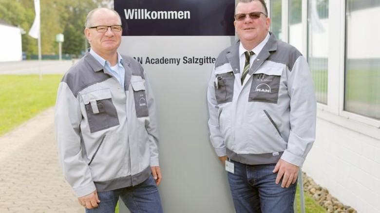 Machen Jugendlichen Mut: Ausbildungskoordinator Burkhard Dube (links) und Ausbildungsleiter Werner Ruhkopf. Foto: Schaarschmidt