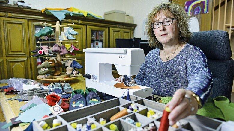 Produktion: Gabriele Domroes wohnt mit ihrer Familie in Lütau und hat sich dort ein Arbeitszimmer eingerichtet.
