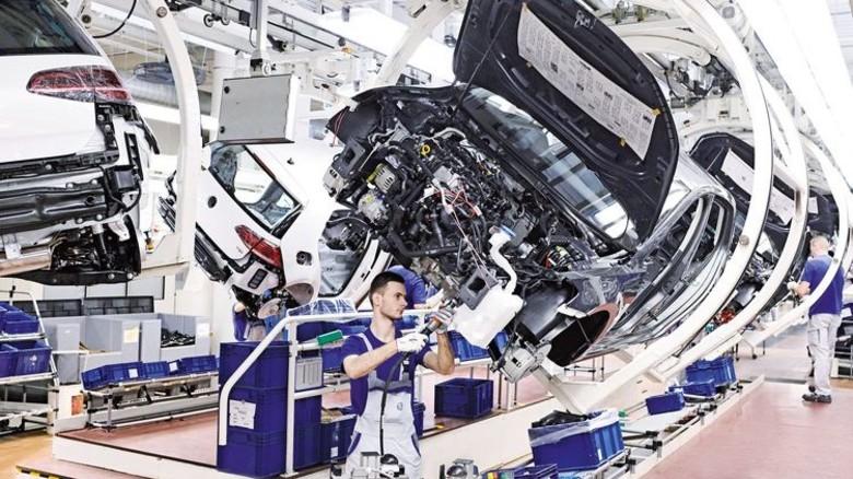 Autos sorgen für Beschäftigung: Produktion des Golf bei Volkswagen. Foto: Werk