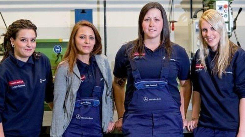 Selbstbewusst: Christin Reichardt, Bianca Essler, Agnes Nowackzyk und Stefanie Kraft (von links) an ihrem Arbeitsplatz. Foto: Mierendorf