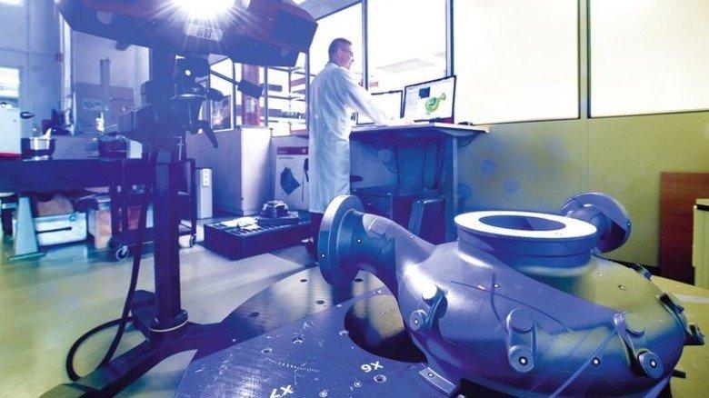 Digitale Fertigung: Vermessung eines Düsenkopfs mit Laserlicht. Foto: Werk