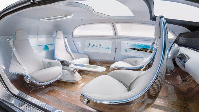 """Gemütliche Lounge: So sieht das Forschungsfahrzeug """"F 015"""" im Inneren aus. Foto: Werk"""