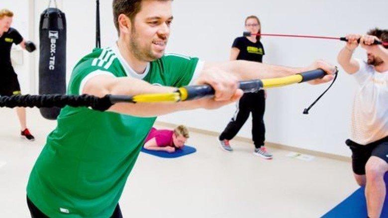 Gemeinsam aktiv: Ein Fitness-Kurs während der Mittagszeit. Foto: Karmann