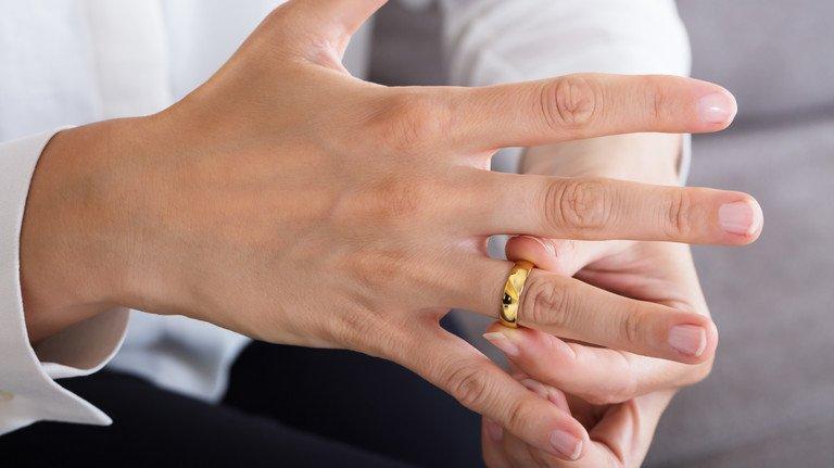 Mehr als 400.000 Paare treten in Deutschland jedes Jahr vor den Altar.