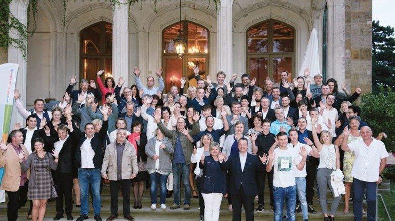 Gruppenbild in Sachsen: Die Belegschaft von Hallen- und Anlagenbau. Foto: Werk