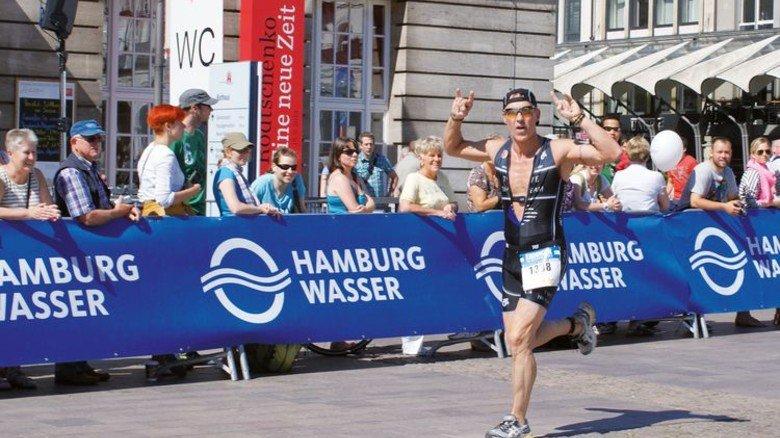 Sportliches Highlight: Detlef Börger 2017 beim Triathlon in der Hansestadt. Foto:TWE