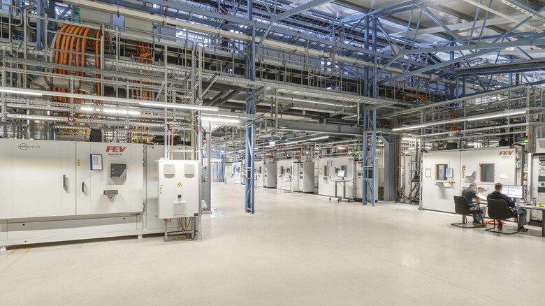 Seit Herbst im Betrieb: Das weltweit größte Batteriedauerlaufprüfzentrumfür E-Mobilität in Sandersdorf-Brehna (Sachsen-Anhalt).