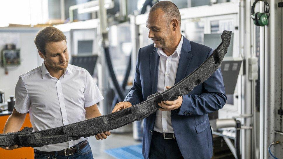 Philippine-Entwicklungschef Patrik Brings (r.) und sein Stellvertreter Daniel von Landenberg im Prototypenbau.