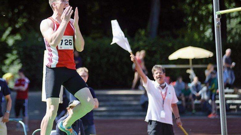 Erfolg: Finn Drümmer nach seinem Meister-Sprung. Foto: Anne Pamperin
