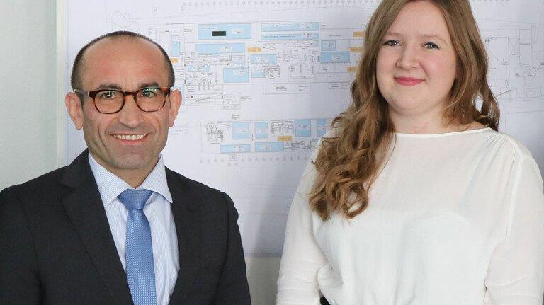 Erfolgreich: Klaus-Michael Mende mit Sylwia Szymczak. Sie machte 2019 ihren Bachelor und erhielt für ihre Arbeit jetzt den Budde-Preis der FH Südwestfalen.
