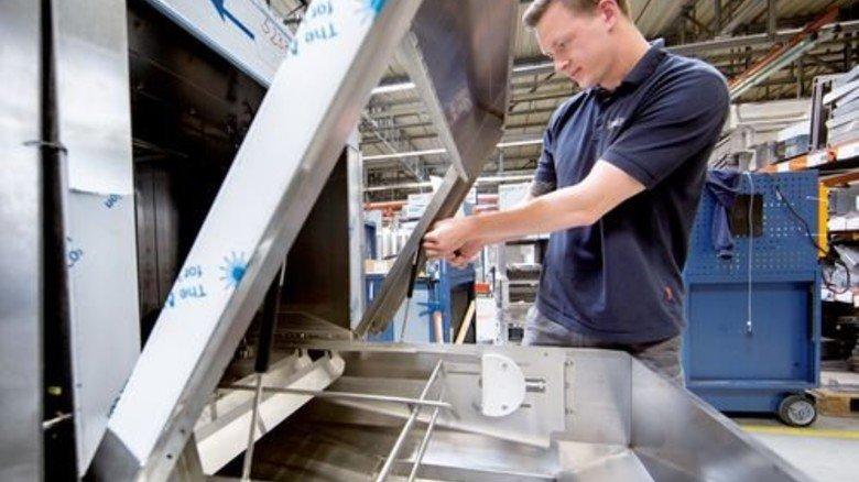 Interessanter Job: Benjamin Steinbach montiert Riesen-Spülmaschinen für solche Kreuzfahrtschiffe. Foto: Eppler
