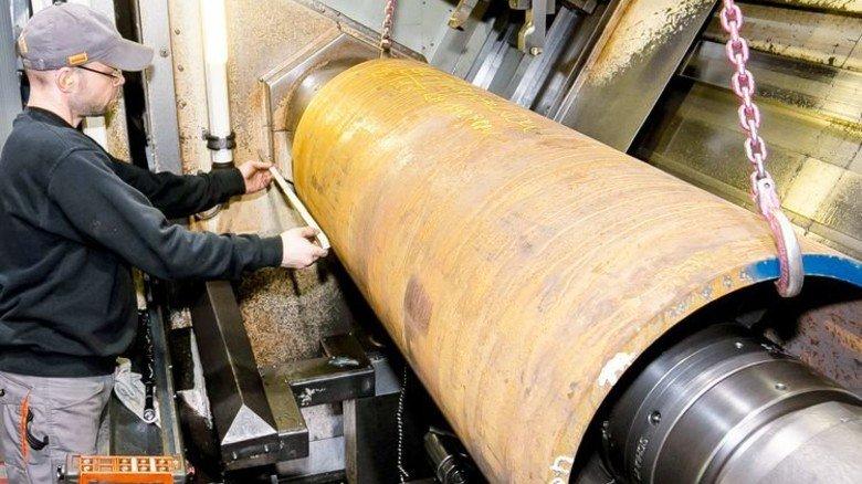 Maßarbeit: Für die Bearbeitung müssen die Rohtrommeln exakt eingerichtet werden. Foto: Mierendorf