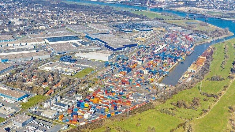Größter Binnenhafen der Welt: Gut 60 Prozent des Umschlags entfallen inzwischen auf Container, Wechselbrücken und Sattelauflieger.