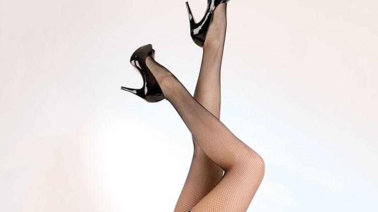 Hauchzart: Kunstfasern eroberten die Beine der Frauen im Sturm. Foto: Fotolia