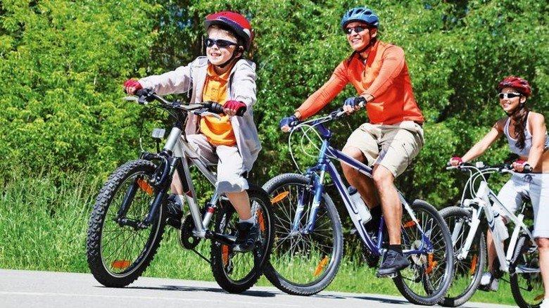 Rauf aufs Rad: Das empfiehlt die aktuelle AOK-Familienstudie. Foto: Adobe Stock