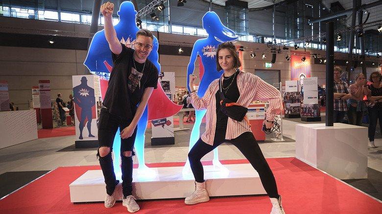 Werben für eine coole Branche: Die Influencer Rewinside und Jodie Calussi zählten zu den  Publikumsmagneten der IdeenExpo in Hannover.