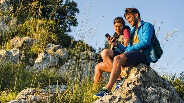 Online den Weg finden: Mit Wander-Apps kann man seine persönliche Tour planen.