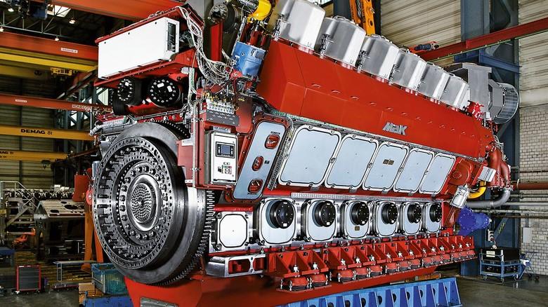 Imposantes Kraftpaket: Einige der großen Motoren sind höher als ein Wochenendhaus.