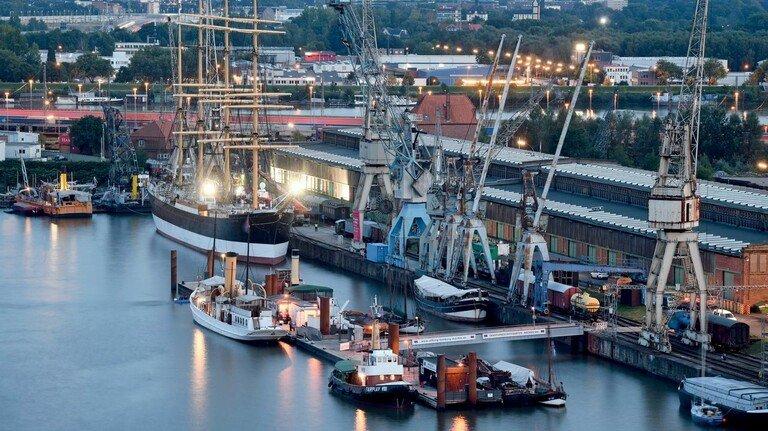 Aktueller Liegeplatz: Der Viermaster liegt vor dem Hafenmuseum im ehemaligen Freihafen.