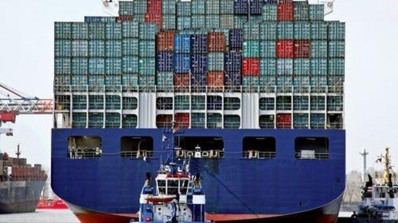 Containerschiff in Hamburg: Die Exportwirtschaft ist in Sorge. Foto: dpa