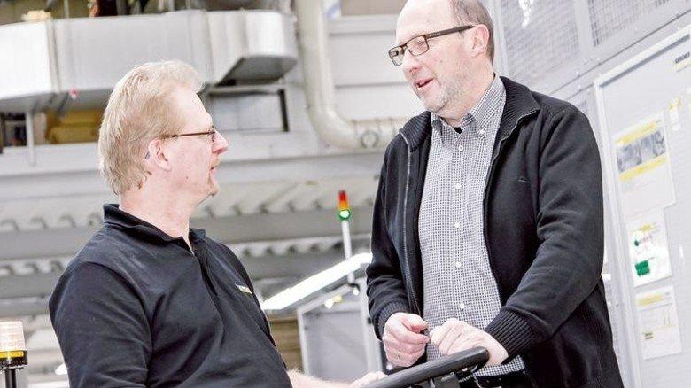 Teamwork: Christoph S. mit dem BEM-Beauftragten Erwin Muth (rechts). Foto: Mierendorf