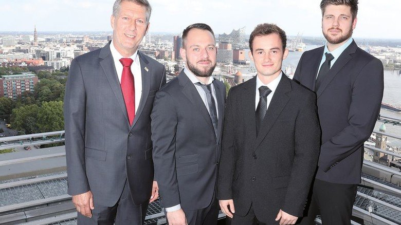 Top-Absolventen: Achim Wamser, Abteilungsleiter bei der Technikerschule, mit Heiko Schuhmacher, Chris-Oliver Wald- büßer und Tobias Schöppler (von links). Foto: Gossmann