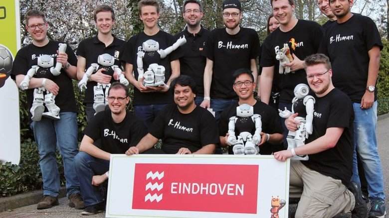 Freude pur: Das Team B-Human feiert seinen Titel. Foto: Uni Bremen/Tsogias