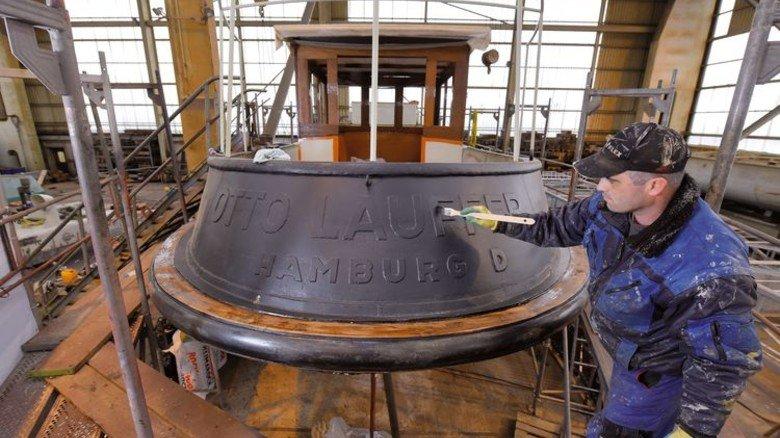 Neuer Anstrich: Das Schiff wurde komplett entrostet, ausgebessert und danach originalgetreu lackiert. Foto: Augustin